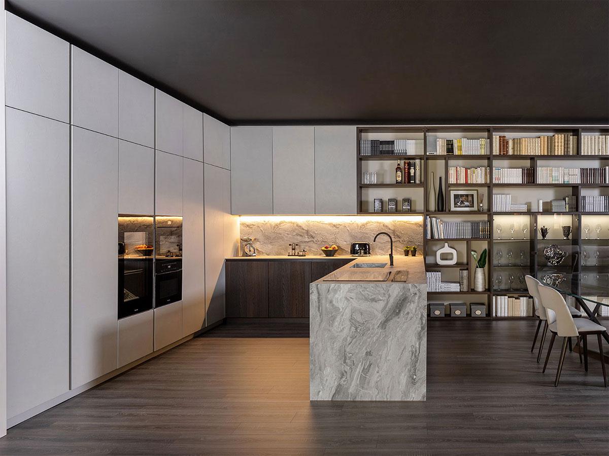 KLab 01 cucina a ferro di cavallo bianca, legno, marmo
