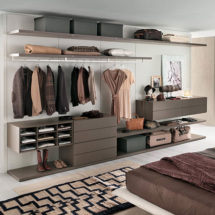 Joyce Walk-in Closet