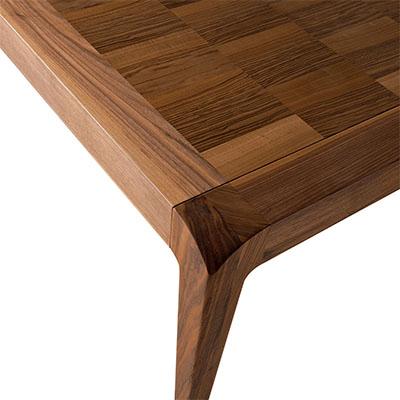 daiki ausziehbarer tisch aus nussbaum massiv arredaclick. Black Bedroom Furniture Sets. Home Design Ideas