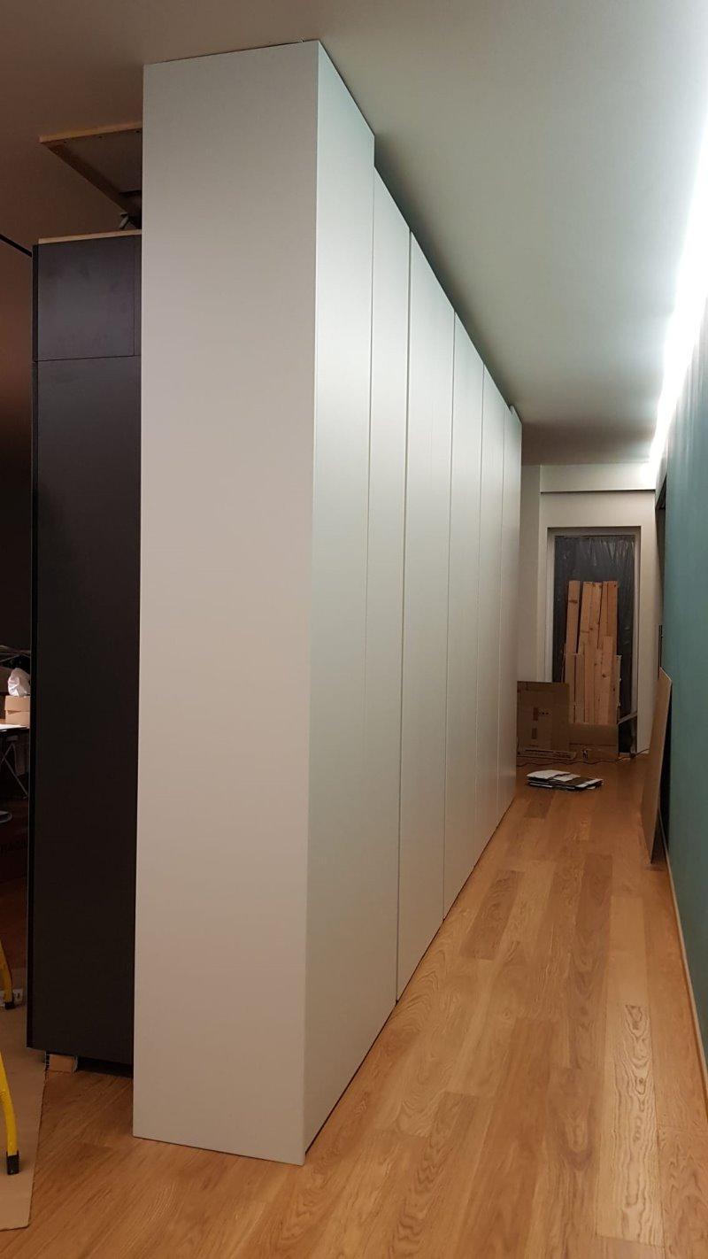 Foto Cliente - armadio divisorio visto dalla porta d'entrata