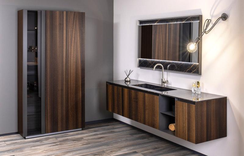 Mobile bagno in legno con top con vasca integrata in Laminam effetto marmo - Master 01