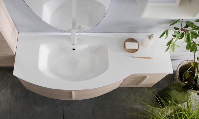 Mobile bagno con lavabo curvo in mineralguss