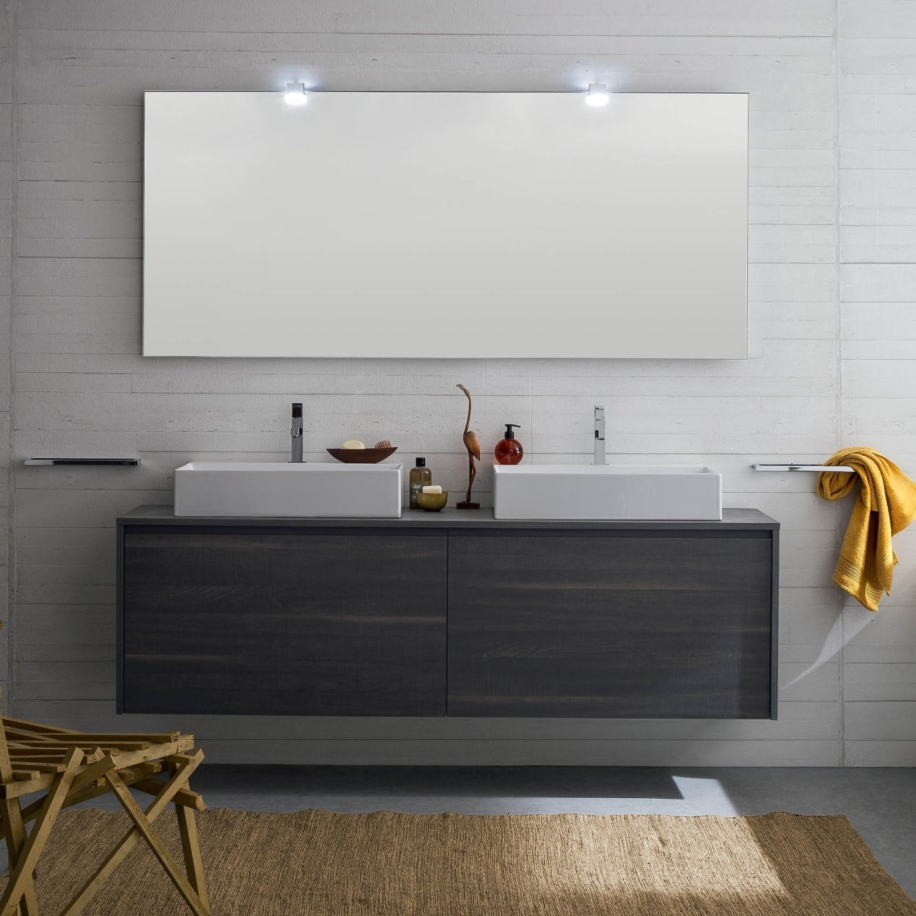 Idee un bagno per due mobile con doppio lavabo for Mobile da bagno