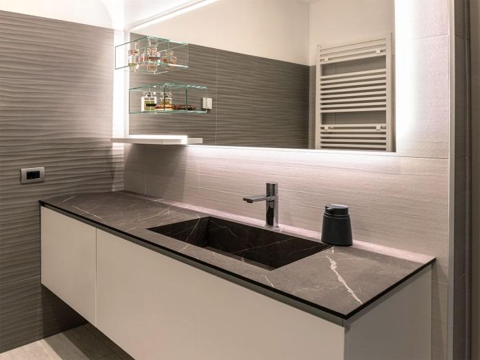 Progetto terminato: bagno di servizio dallo stile contemporaneo