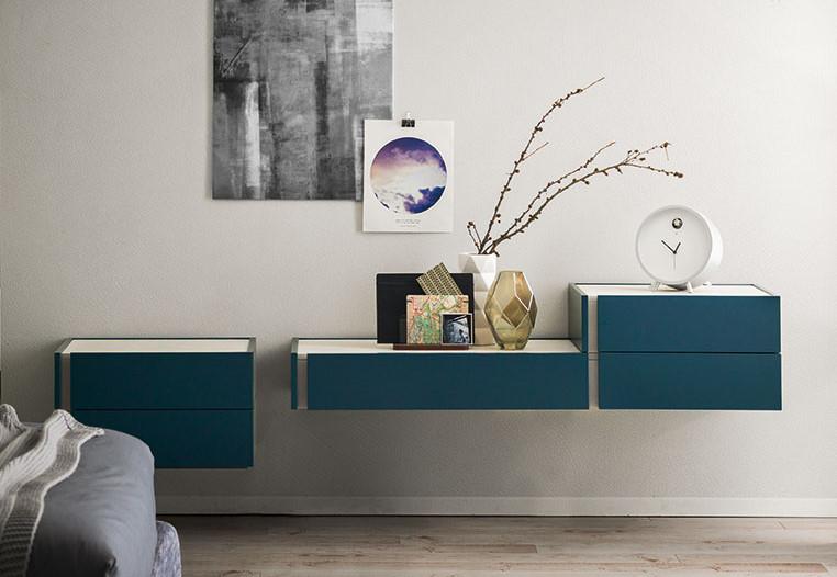Cassettiere e comodini a parete laccati blu