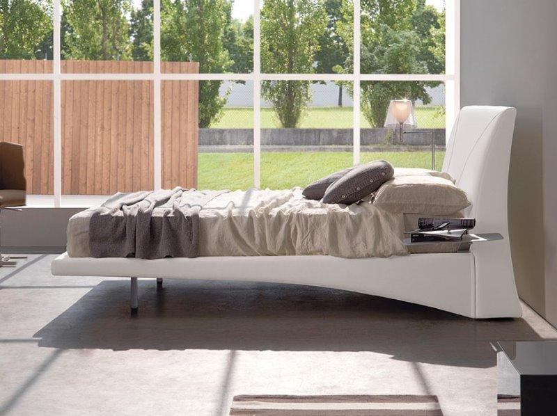 Letto Lindos - letto moderno che sembra sospeso, in pelle bianca
