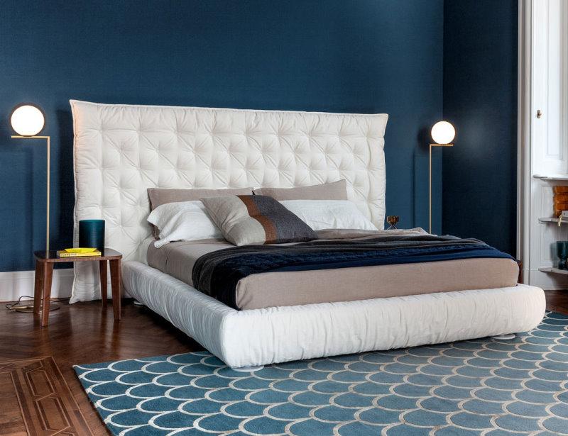 Letto Full Moon - letto in tessuto bianco con testiera alta e larga con lavorazione capitonnè