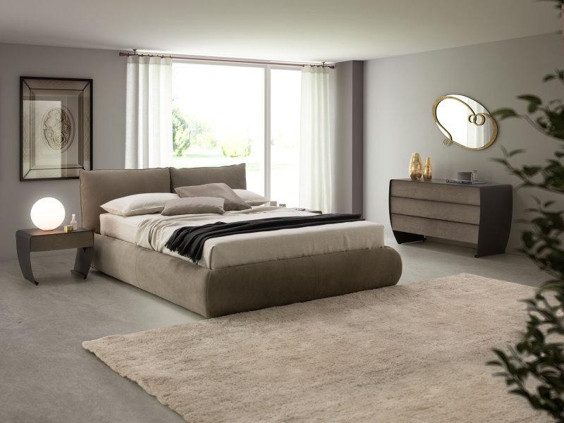 Il letto Astoria presenta un retro testiera perfettamente rifinito in tutti i dettagli