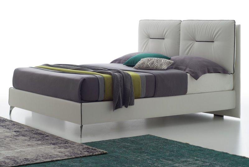 Letto Winnipeg: letto contenitore con piedini alti sottili e testiera con due cuscini reclinabili