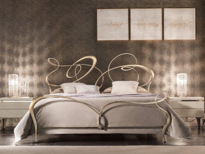 Ghirigori in ferro battuto è disponibile king size cm 200 x 207 con materasso 180 x 200 o super cm 220 x 207 per rete 200 x 200