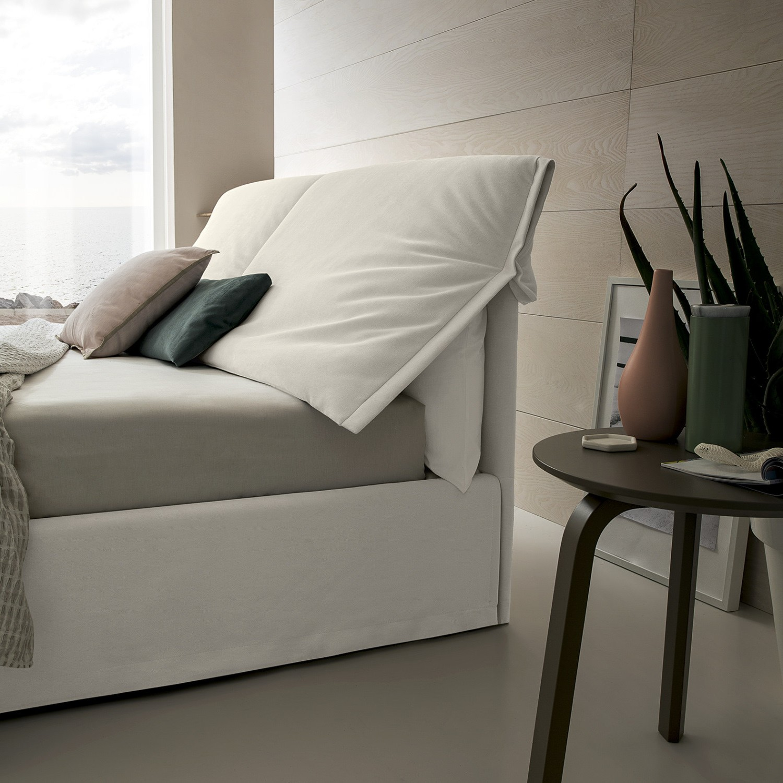Idee letto comodo per leggere a letto arredaclick - Testate letto con cuscini ...