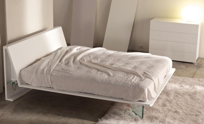Idee letti sospesi illusioni ottiche in camera da letto - Mobili sospesi per camera da letto ...