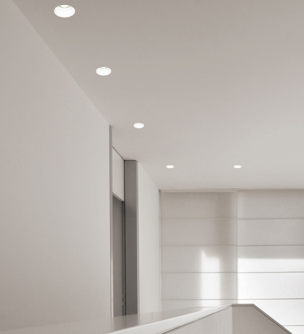 Idee come arredare un corridoio stretto e poco illuminato arredaclick - Illuminazione bagno con faretti ...