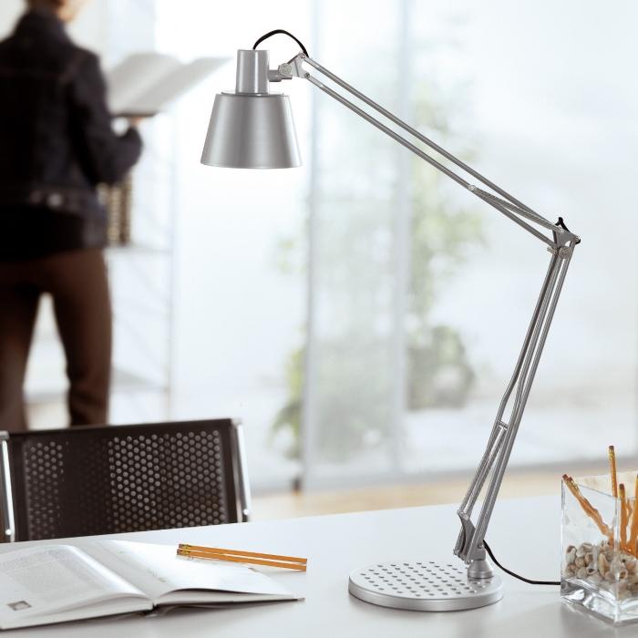 Idee scrivania ricavare l 39 angolo studio perfetto per i - Lampade da scrivania design ...