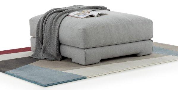 Pouf basso quadrato da usare come poggiapiedi o come seduta