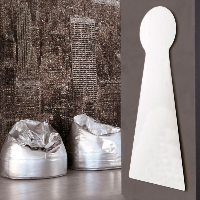 Specchio alto a forma di serratura