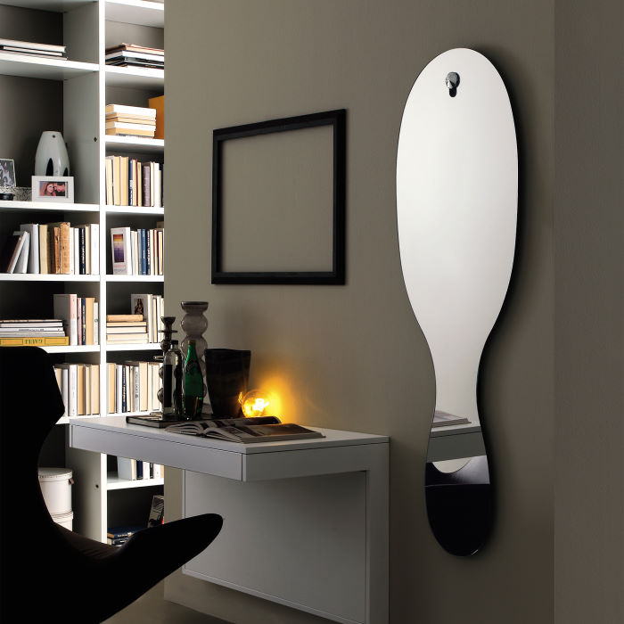 Specchio sagomato su disegno a forma di goccia