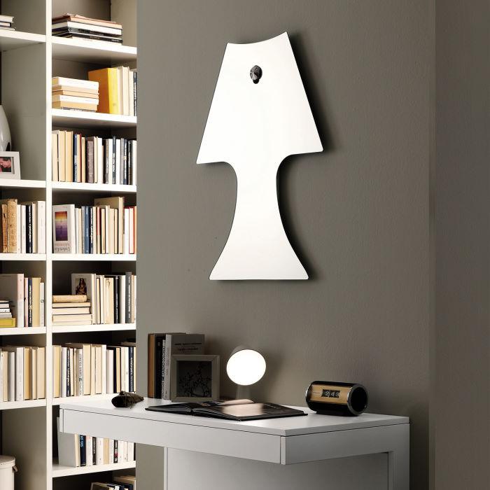 Specchio con gancio a borchia a forma di lampada