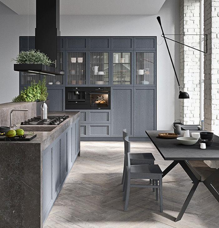 *CLICCA E SCOPRI QUESTA CUCINA* <br/>Armadiatura per cucina con colonne dispensa, vetrinette e spazio per forno