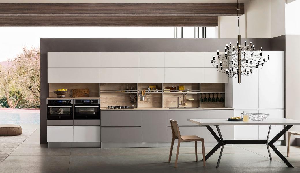 Cucina bianca e grigio tortora con top in legno Five 06 modello lineare