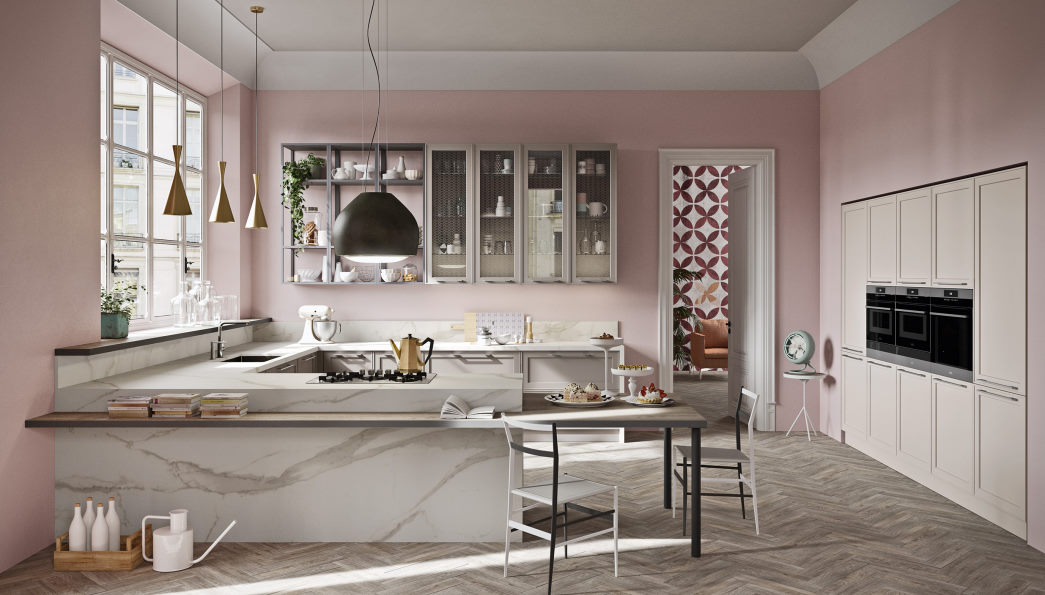 Cucina con penisola effetto marmo, colonne bianche e pensili tortora Sixty 01