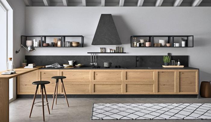 Cucina rustica-moderna con ante in legno naturale e ripiani in metallo al posto dei pensili Fifty 06