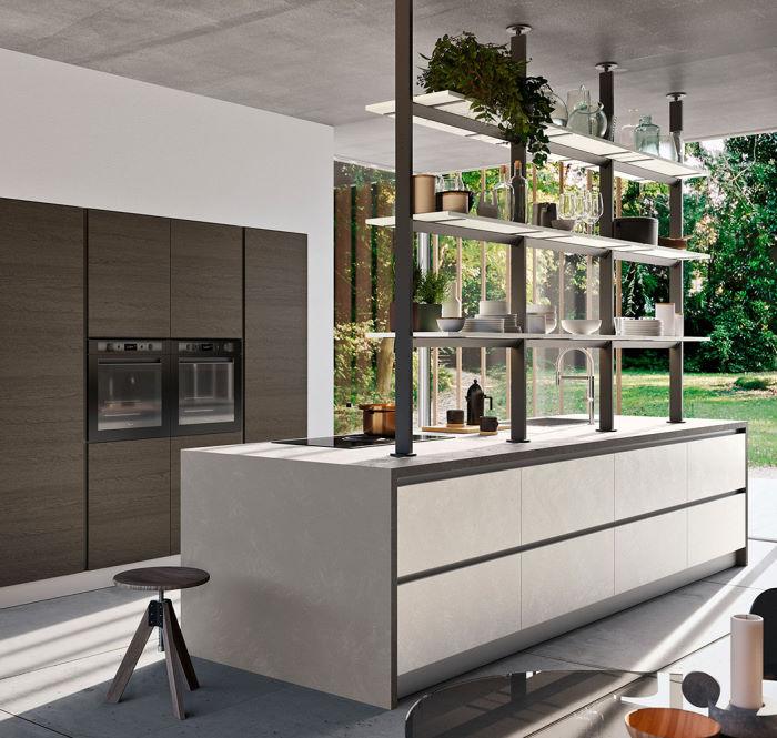 Cucina a isola con scaffale integrato al di sopra del piano Six 15