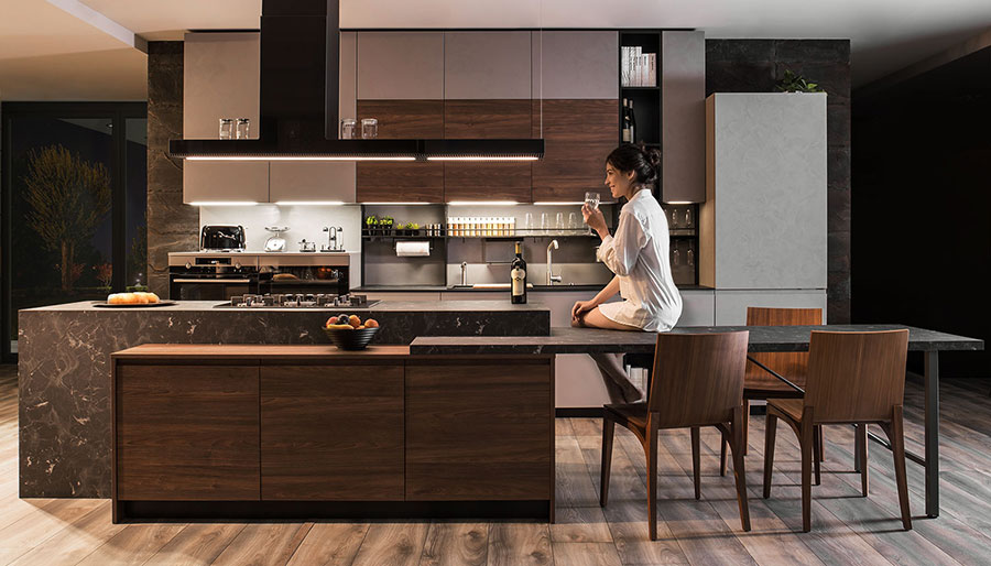Wooden and lacquered kitchen with isle and integrated table