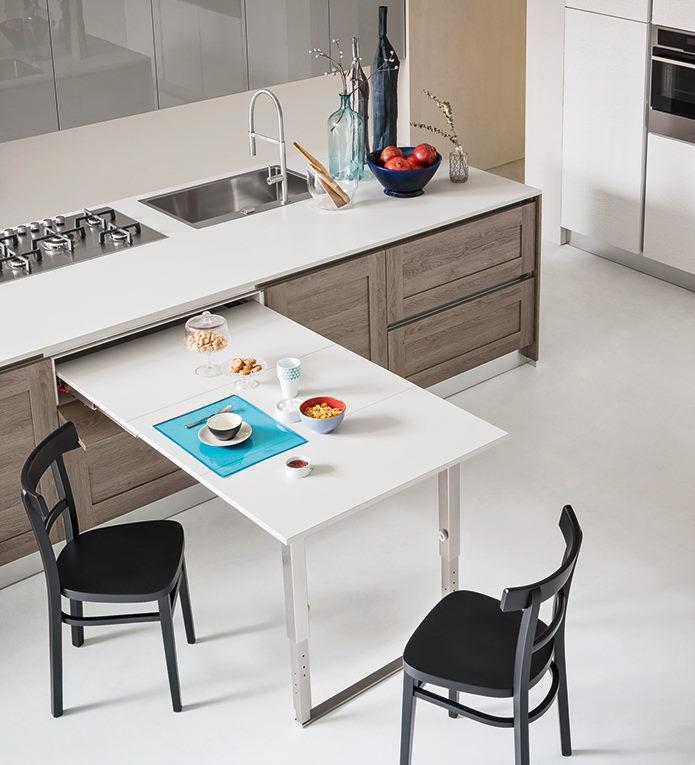 Tavolo estraibile bianco integrato nelle basi della cucina