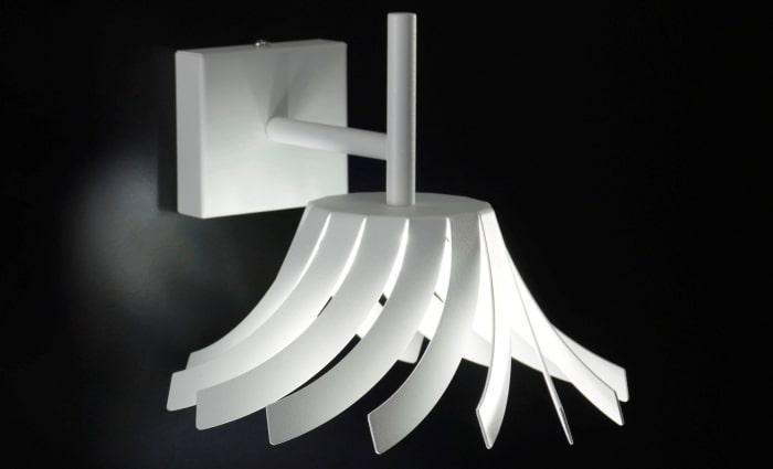 Applique in metallo di design Turning