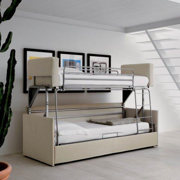 Divano trasformabile in letto a castello Granadilla, con due materassi singoli.