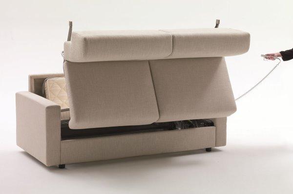Divano letto Lampo Motion di Milano Bedding con meccanismo d'apertura elettrico e motorizzato