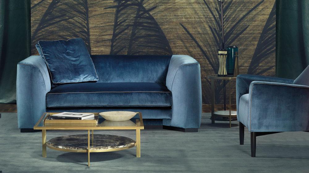 Divano Franklin in tessuto blu con cuscino decorativo in tinta