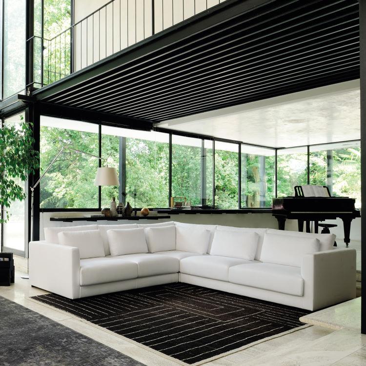 Grande divano angolare bianco al centro del soggiorno - Cereus