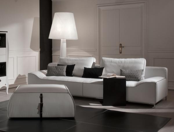 Idee divani bianchi pelle ecopelle o tessuto for Divani per salotto