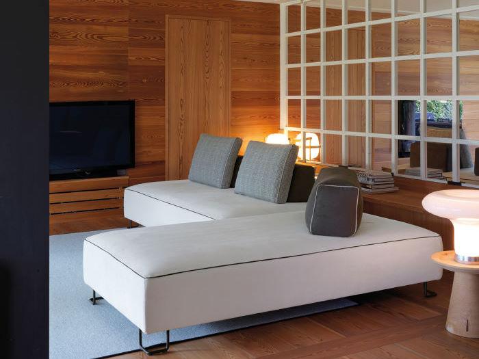 Zona relax con divano a penisola