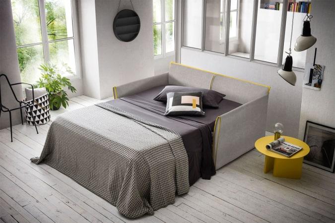 Divano letto in tessuto grigio con profili gialli Brad