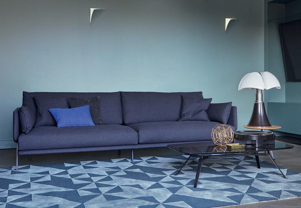 Divano Structure Sofa con piedini in metallo e rivestimento in tessuto blu scuro