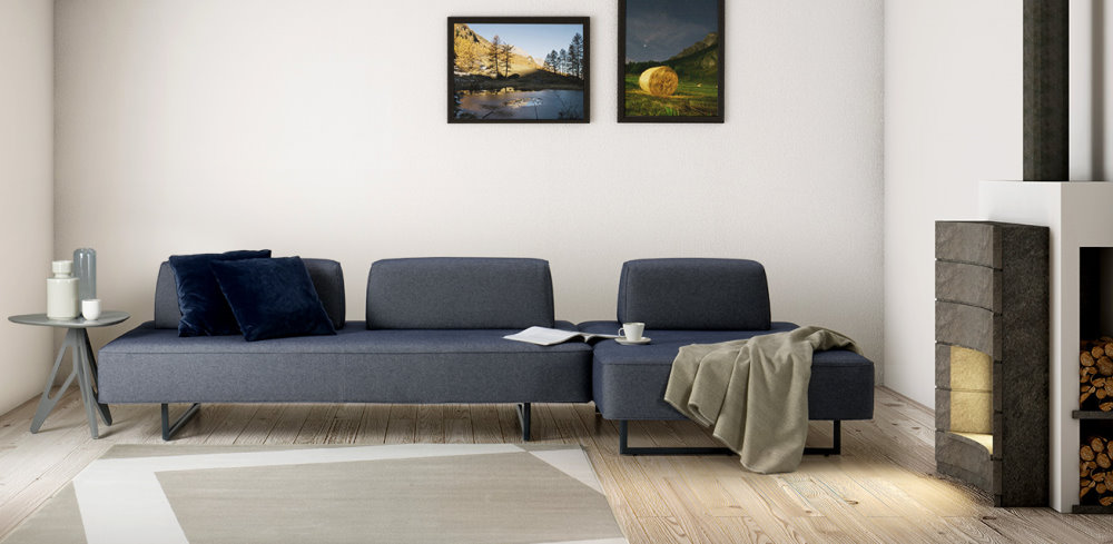 Divano Prima Air modulare con ampie sedute in tessuto blu con cuscini decorativi blu scuro