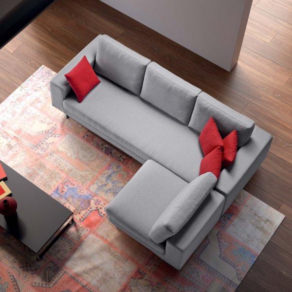 Divano con cuscino di seduta unico e schienali in piuma - modello LEVIO