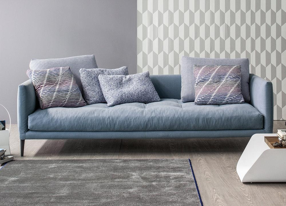 Divano di design Coral in stile nordico in tessuto blu polvere