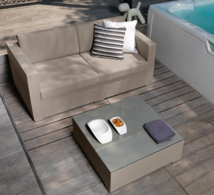 Idee 10 idee per un salotto in terrazzo arredaclick for Divano per terrazzo