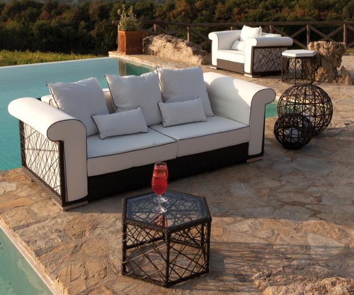 Idee 10 idee per un salotto in terrazzo arredaclick - Divani stretti e lunghi ...