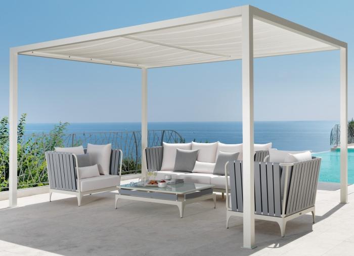 Idee 10 idee per un salotto in terrazzo arredaclick for Divisori per terrazzi