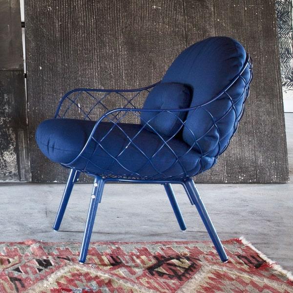 Poltroncina blu di design Piña