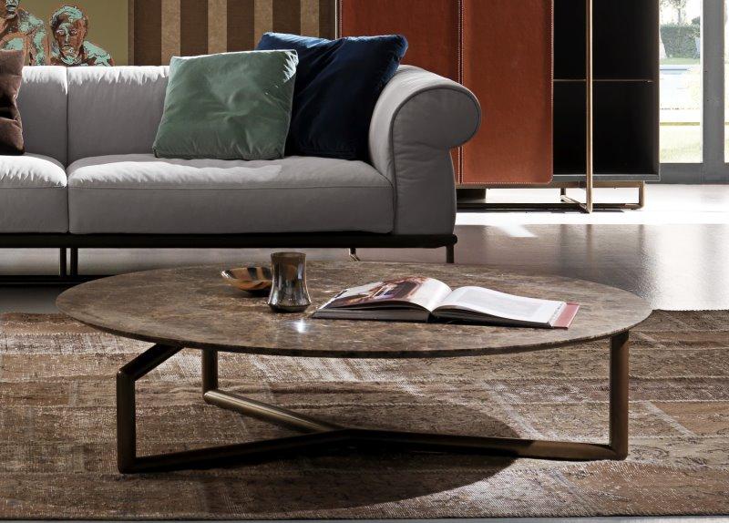 Tavolino rotondo basso con piano in marmo Emperador, struttura in metallo - Ginger