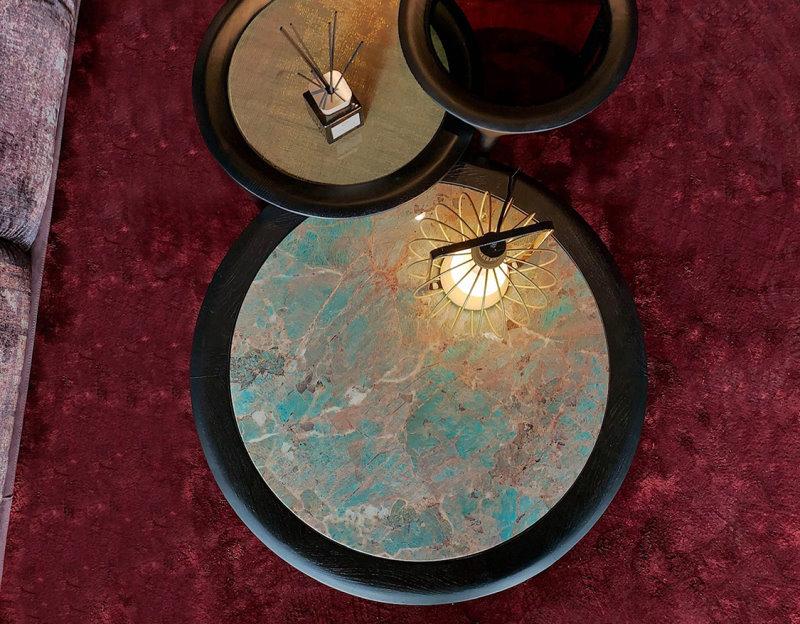 Set tavolini con piano in marmo opaco o lucido e struttura in legno massello di rovere - Godot