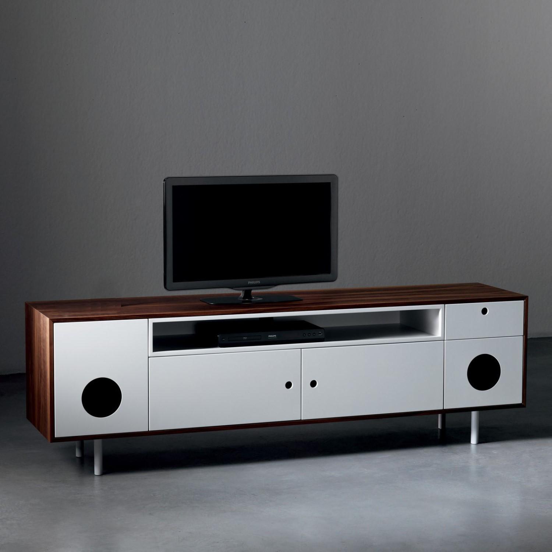Idee casa in stile hi tech mix di arredamento e for Casse per tv