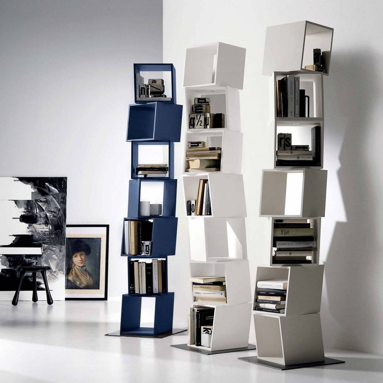 Idee - Libreria a colonna, un totem che arreda in verticale ...