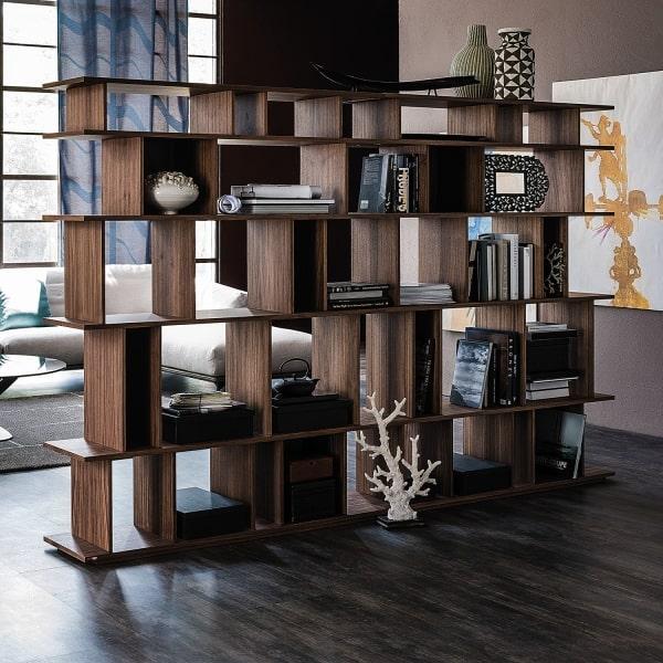 Libreria che separa due ambienti Loft